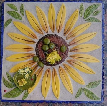 frog-on-sunflower-table
