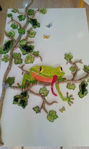 Tree frog in tree